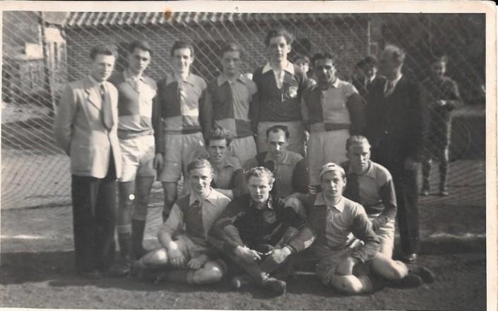 Stehend von links: Bartz, Kolberg, Schimmel, Tastus, Schelling, Sehn, Hinrichs. Zweite Reihe von links: Kloppenburg, Deuser, Rose. Erste Reihe von links: Ruschinski, Büsing, Rastetter.
